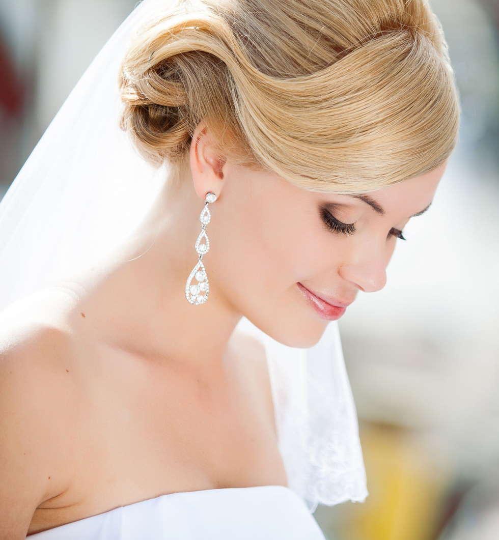 Свадебная прическа на длинные волосы, фото в Ялте